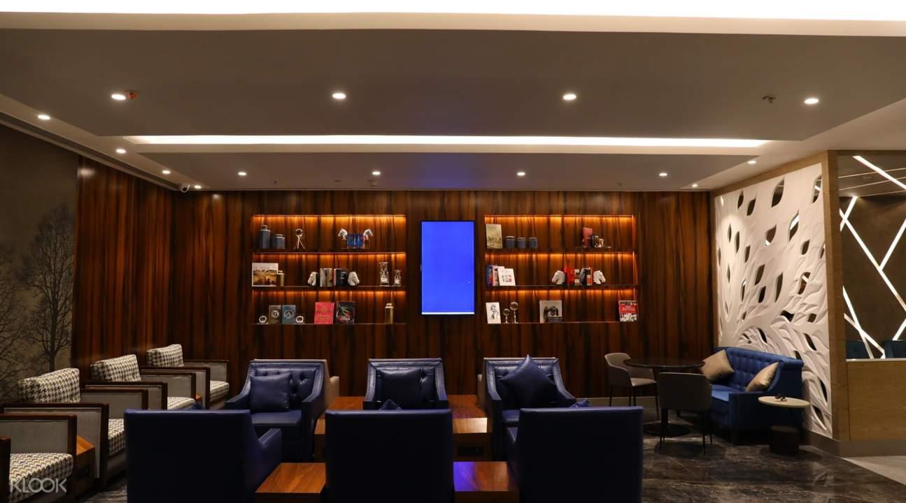 travel club lounge living area