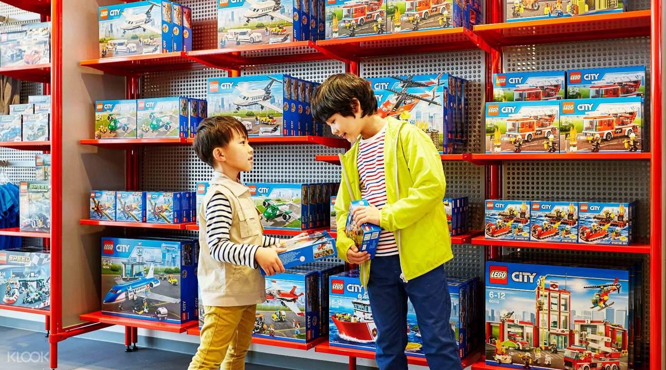 在樂高世界更可以購買樂高玩具,全款式任挑選!