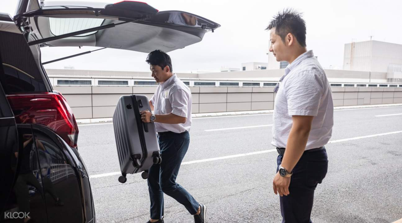 專業司機提供提供貼心服務,不用擔心搬運沉重的行李