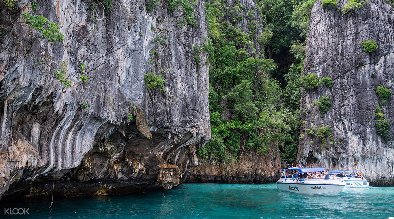 boat sailing near pileh lagoon