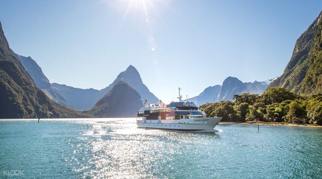 米尔福德峡湾风景观光游船体验