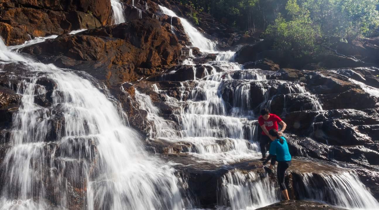 palawan bacungan waterfalls