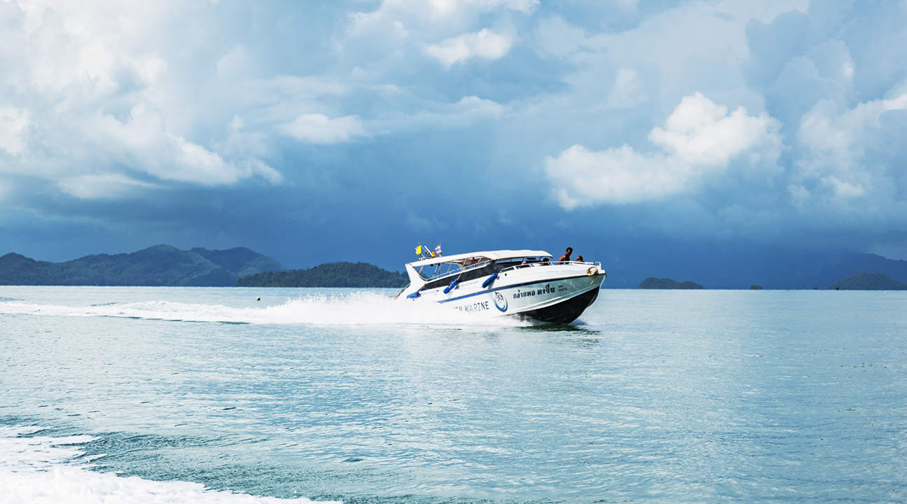 speedboat ride along the Andaman sea in phuket