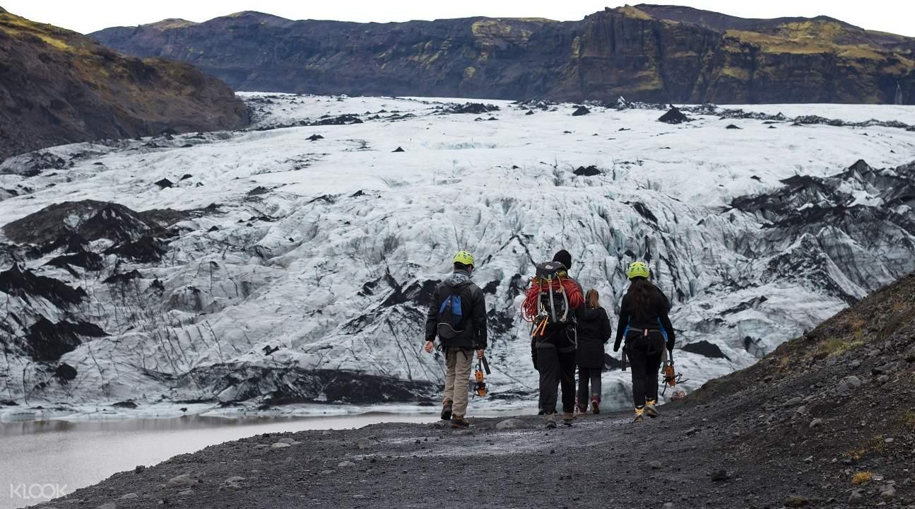 sólheimajökull hiking, hiking sólheimajökull glacier, sólheimajökull glacier in south iceland, sólheimajökull parking lot, sólheimajökull glacier iceland, katla volcano