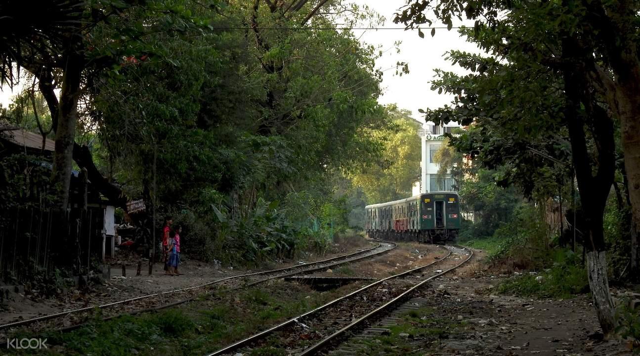 缅甸 仰光 永盛Insein环城铁路私人小团半日游