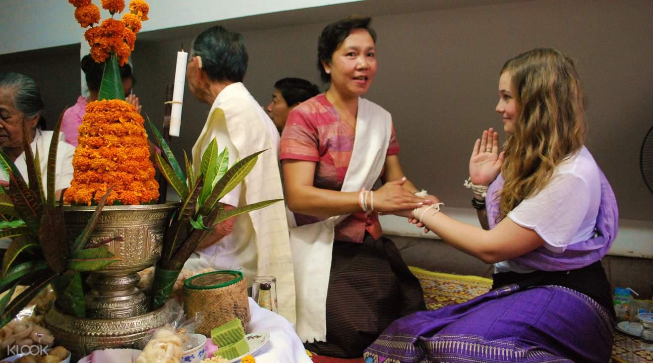 瑯勃拉邦拴線儀式
