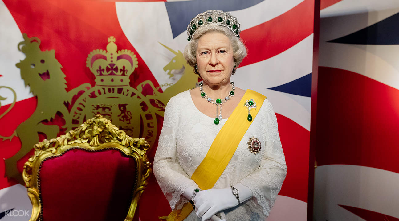 queen elizabeth wax figure at madame tussauds bangkok
