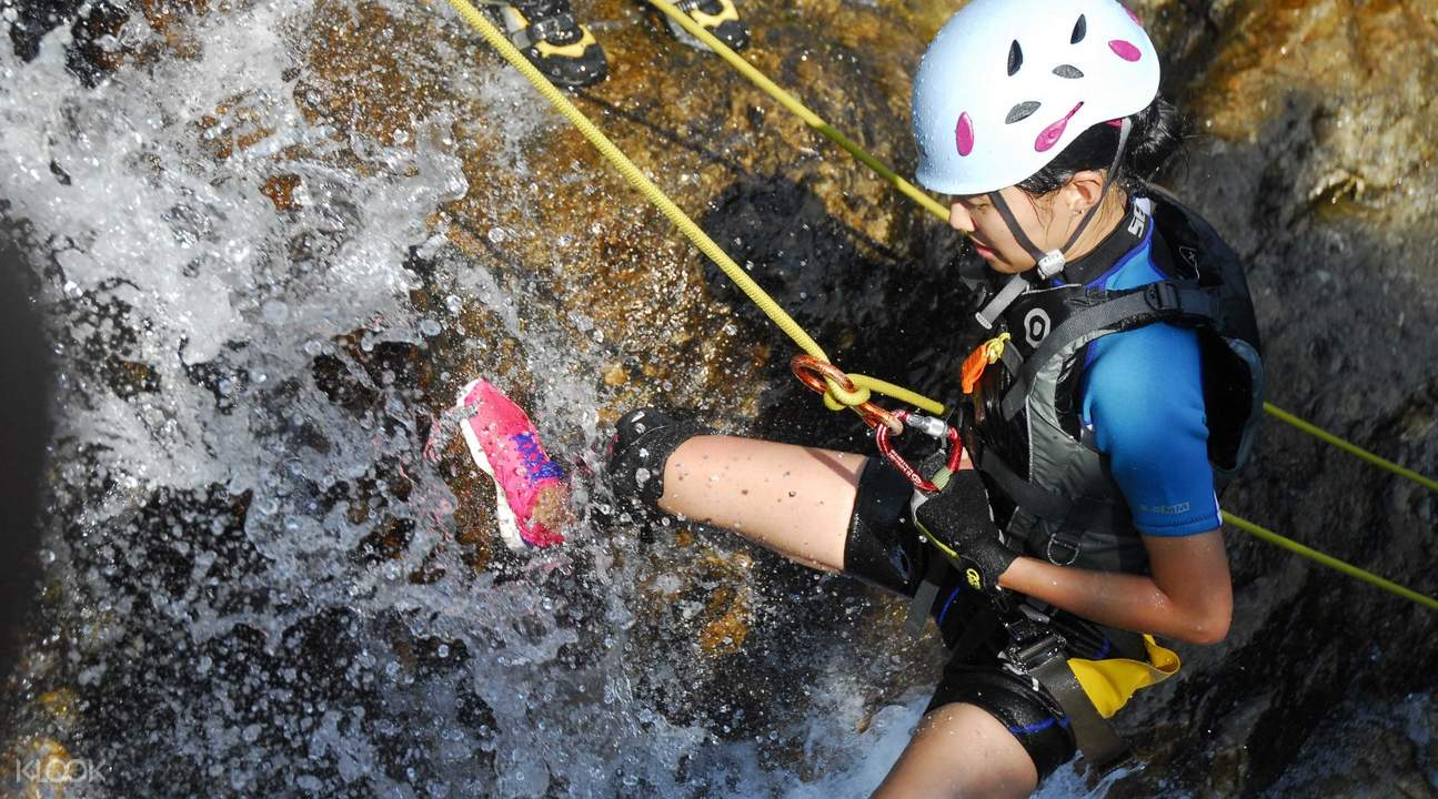 waterfall abseilling hk