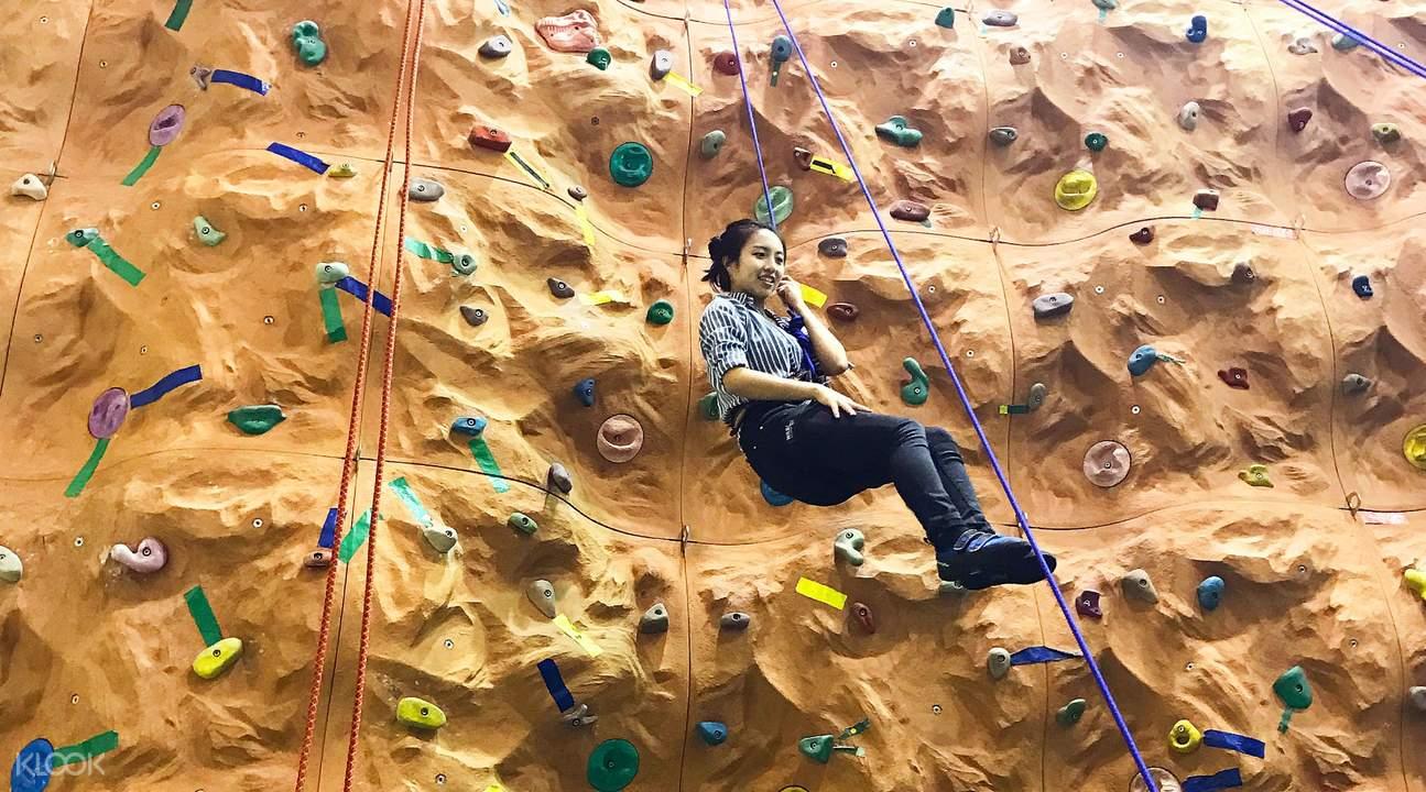 indoor bouldering rock climbing
