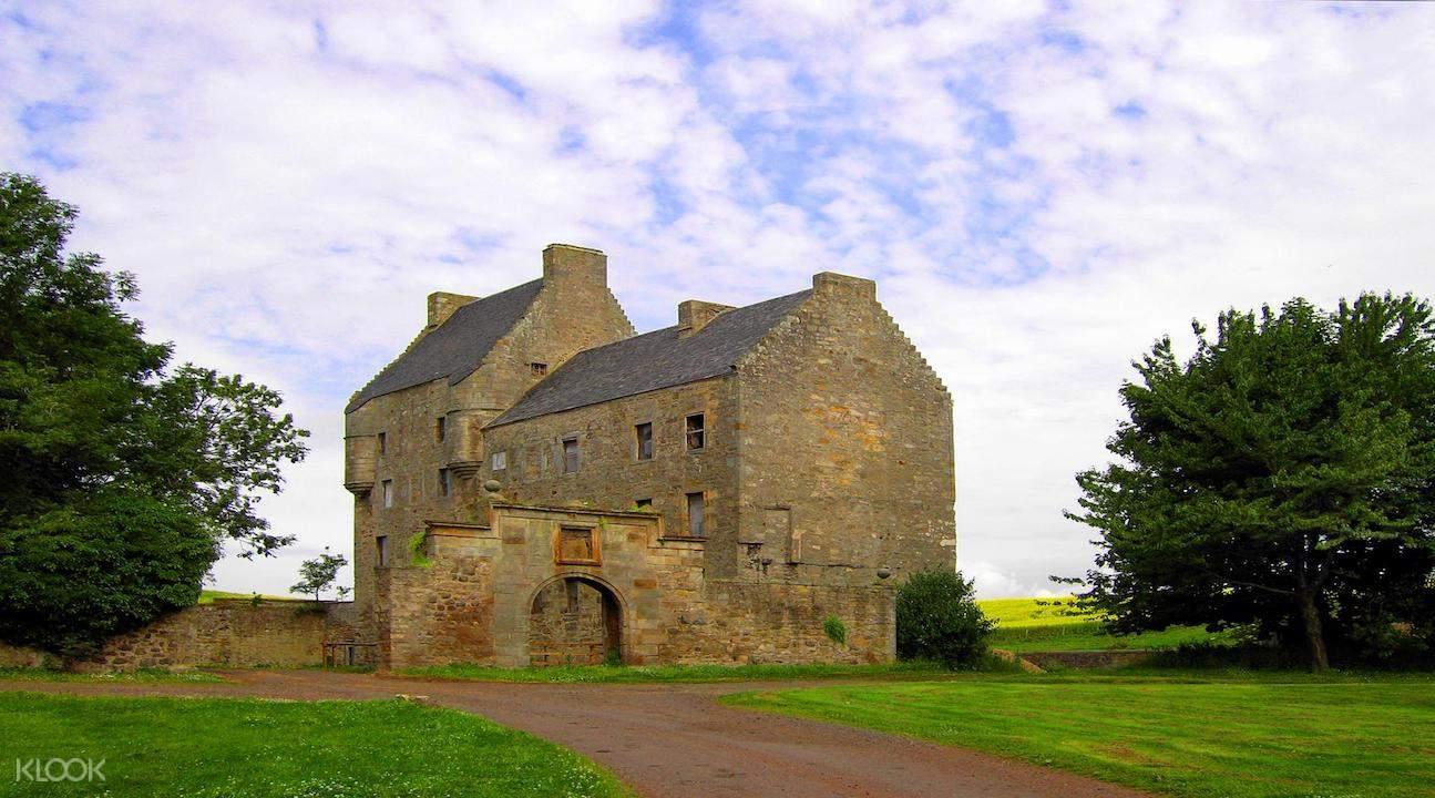 outlander tour, outlander tour from edinburgh, outlander day tours edinburgh, midhope castle, midhope castle tour from edinburgh