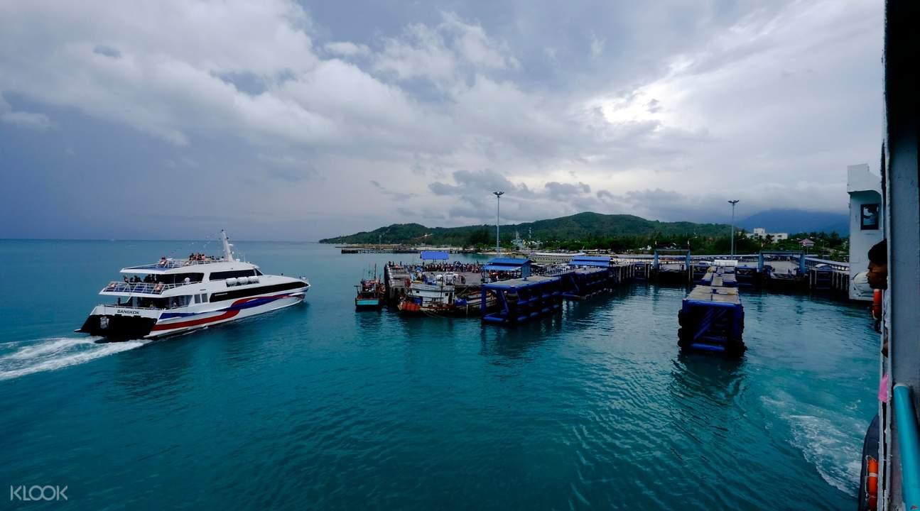 catamaran Lomprayah One Way Ferry Ticket between Phuket and Koh Phangan Thailand