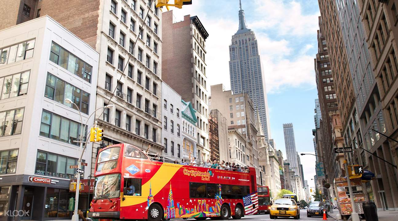 best of manhattan tour bus passing by empire state building