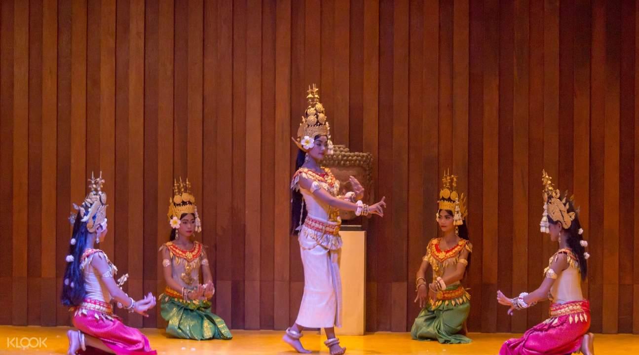 apsara show por cuisine siem reap cambodia