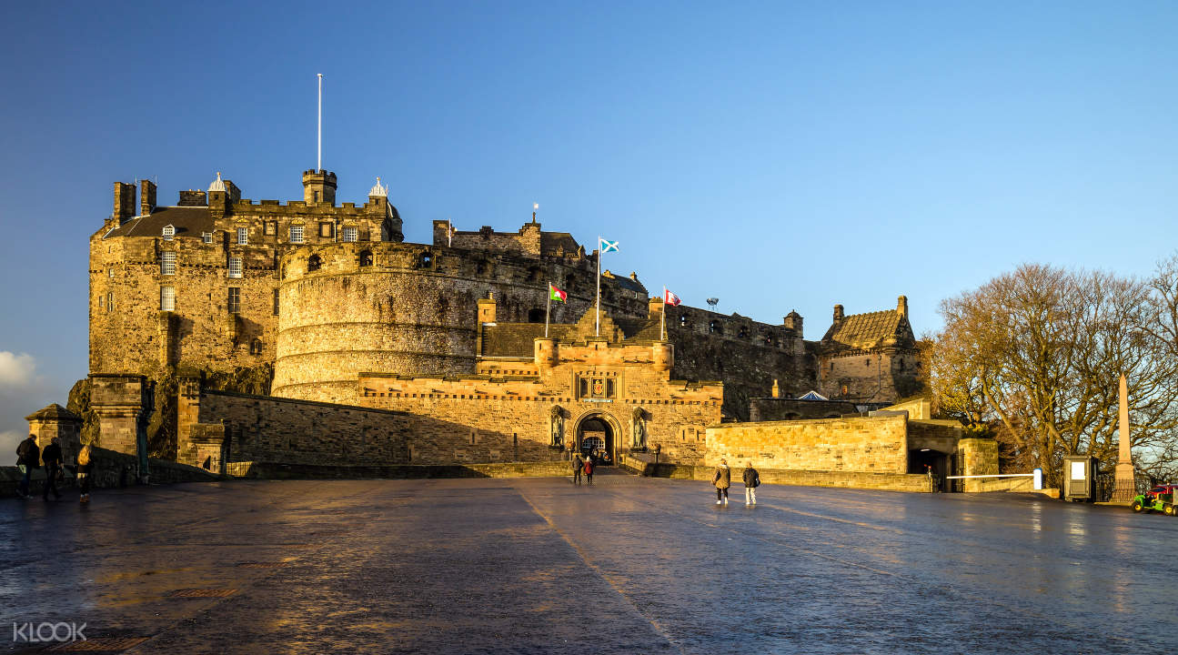 a view of Edinburgh Castle from the Royal Mile