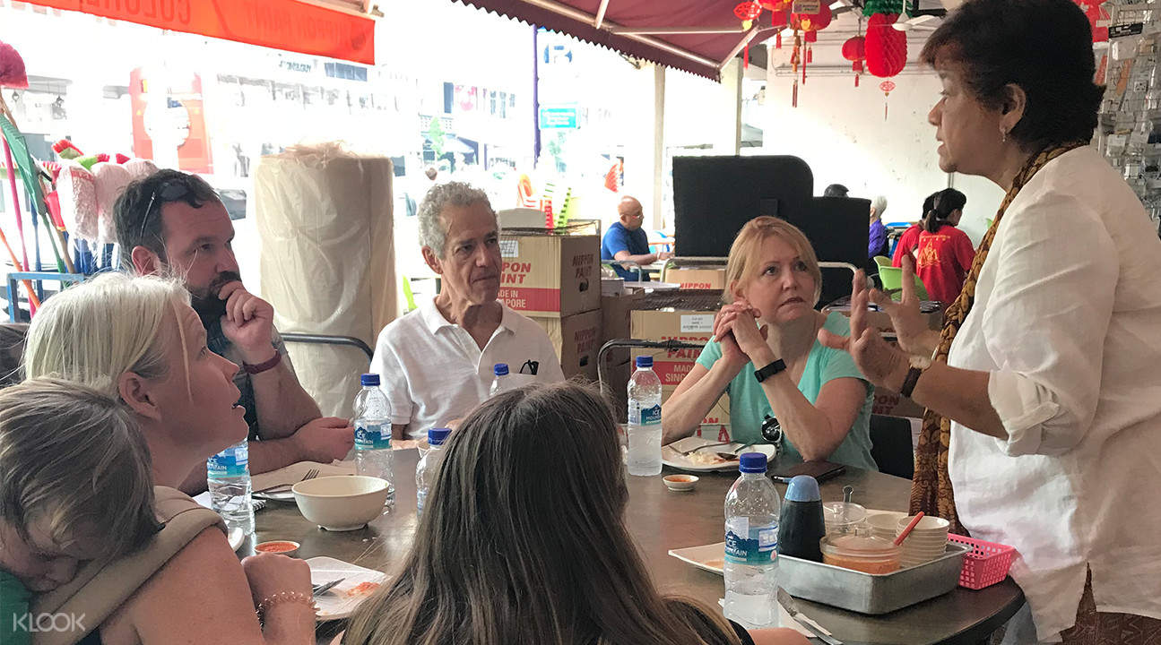Tourists trying Hainanese Chicken Katong Food Tour