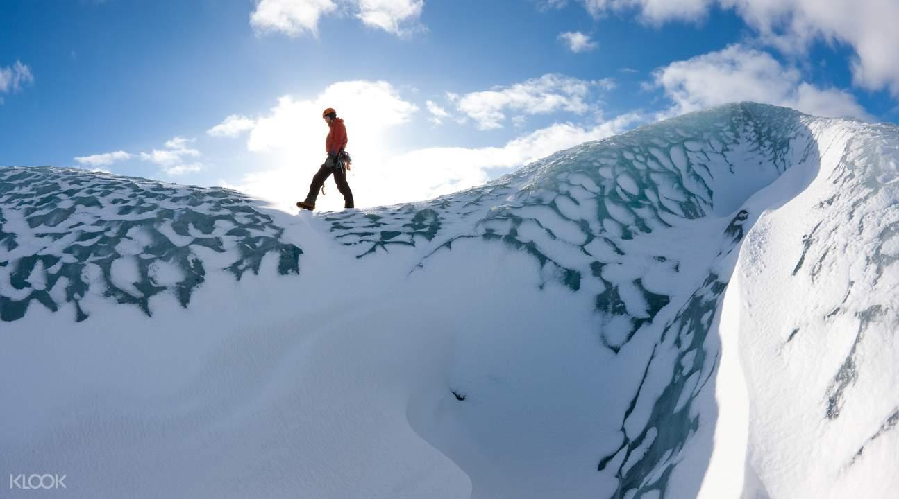 瓦特纳冰原徒步探险
