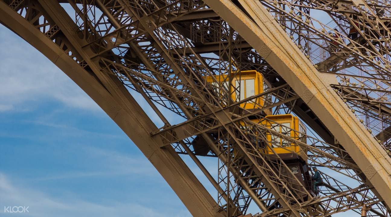 eiffel tower behind the scenes tour