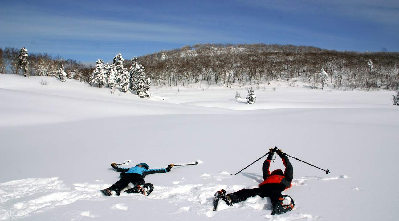 Visitors playing in the snow in Orofure Pass