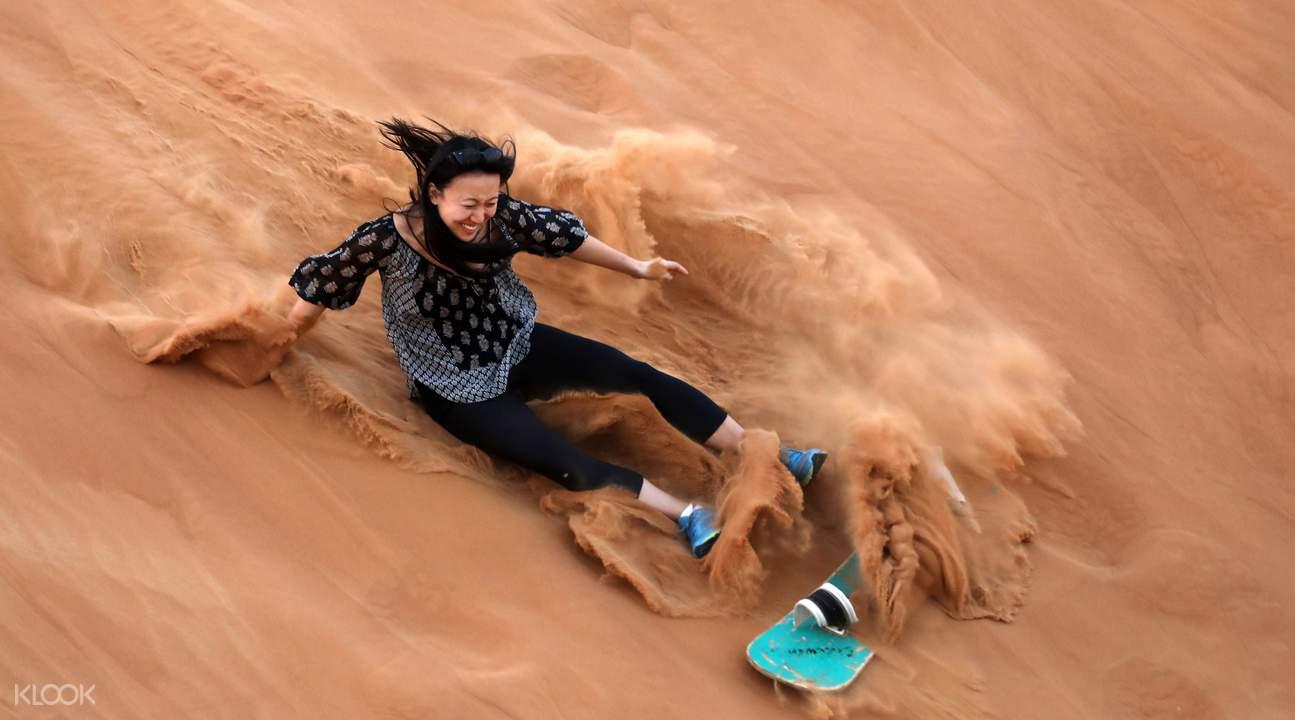 阿布扎比沙漠滑沙