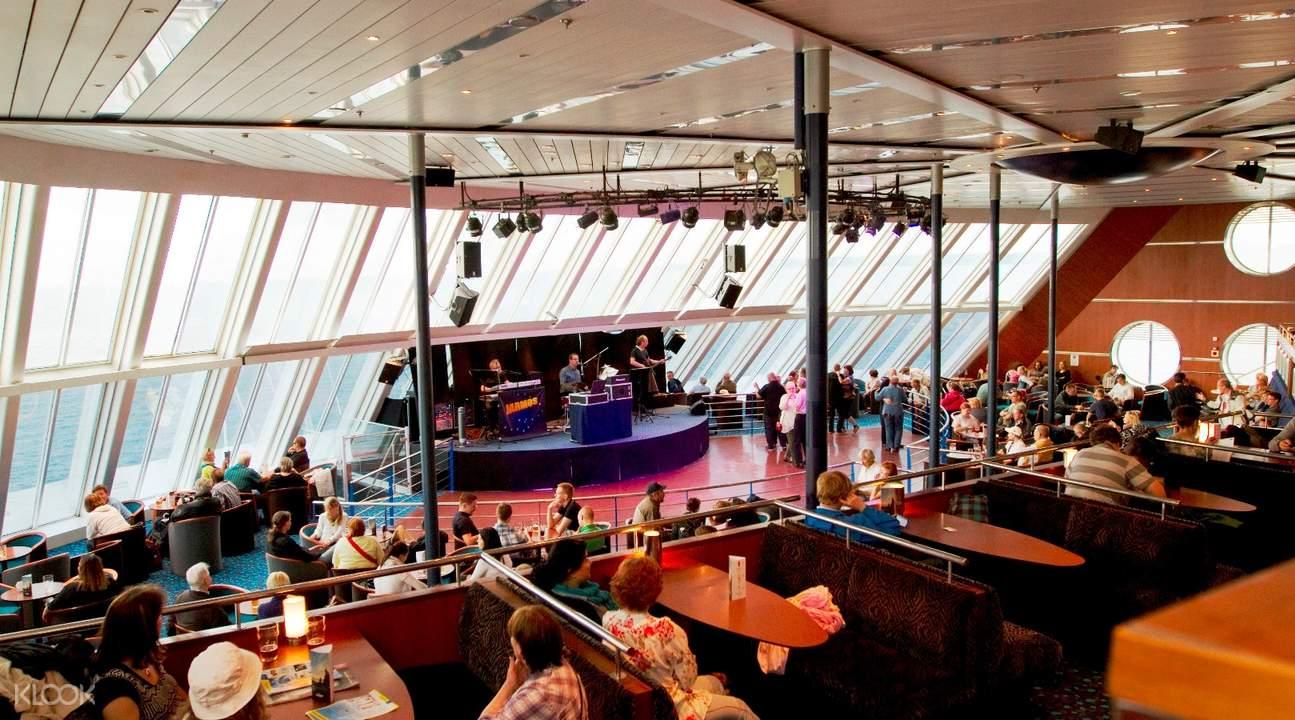 赫爾辛基至塔林遊船表演