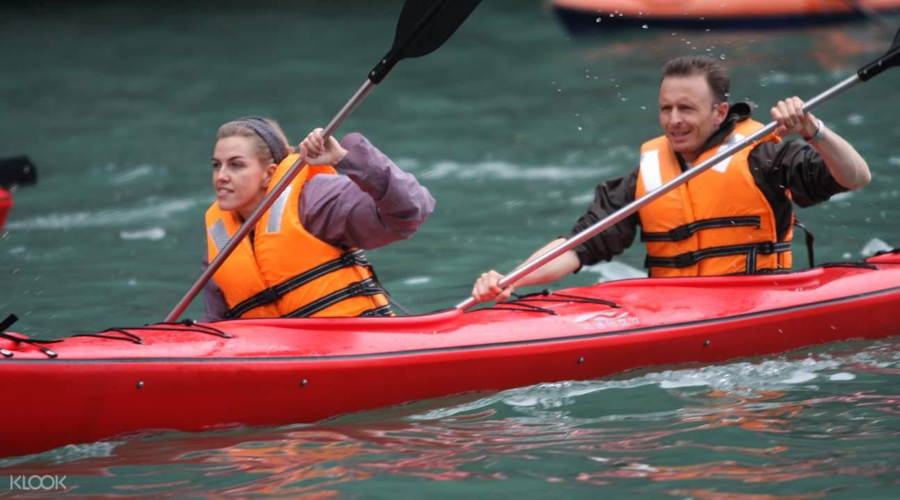 chèo thuyền kayak tại Vịnh Hạ Long