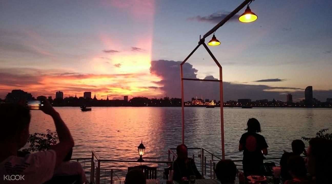 sunset cruise phnom penh
