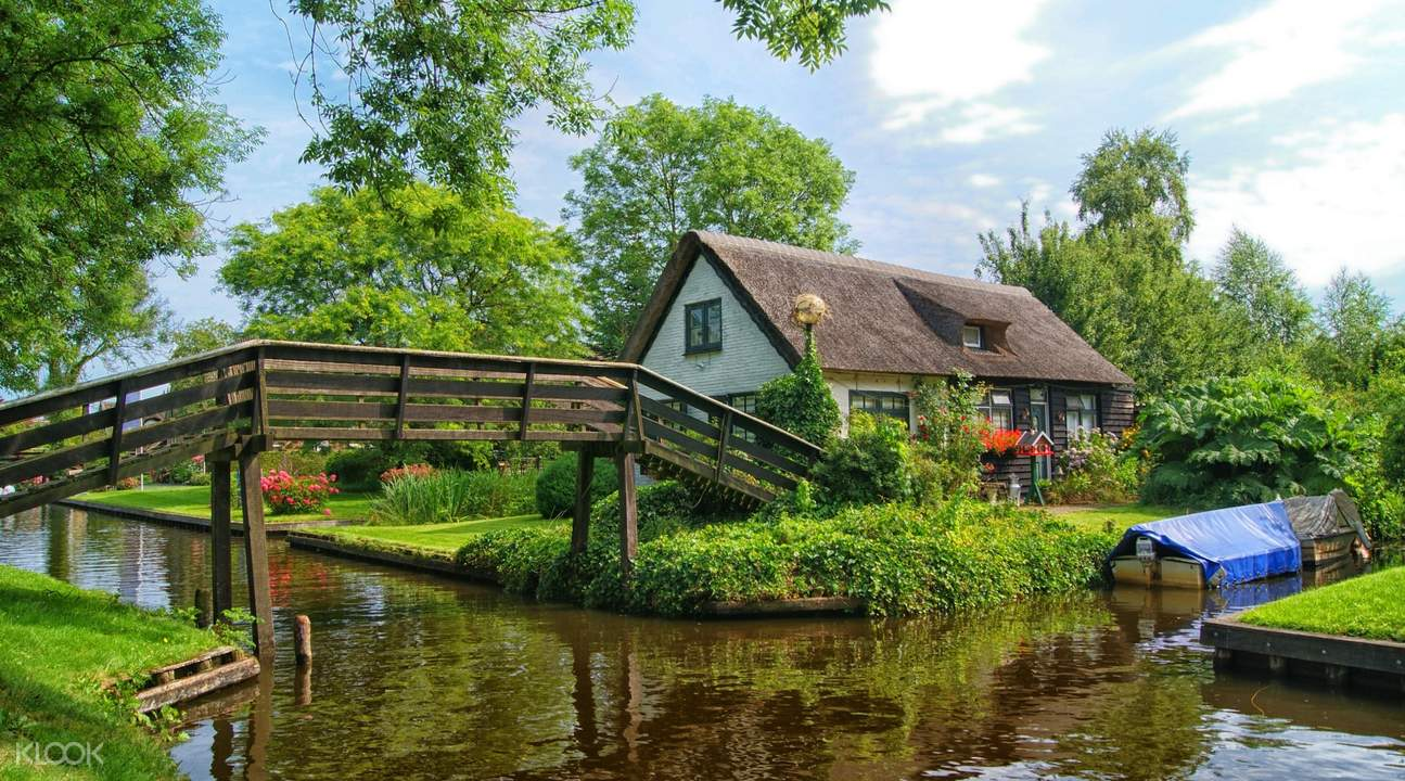 Canel and wooden bridge