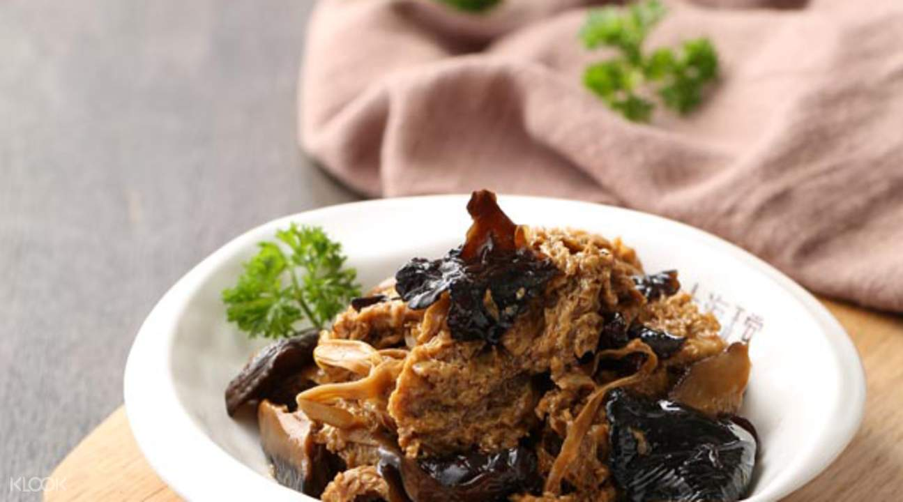 shanghai lane Braised Wheat Gluten with Mushroom & black fungus