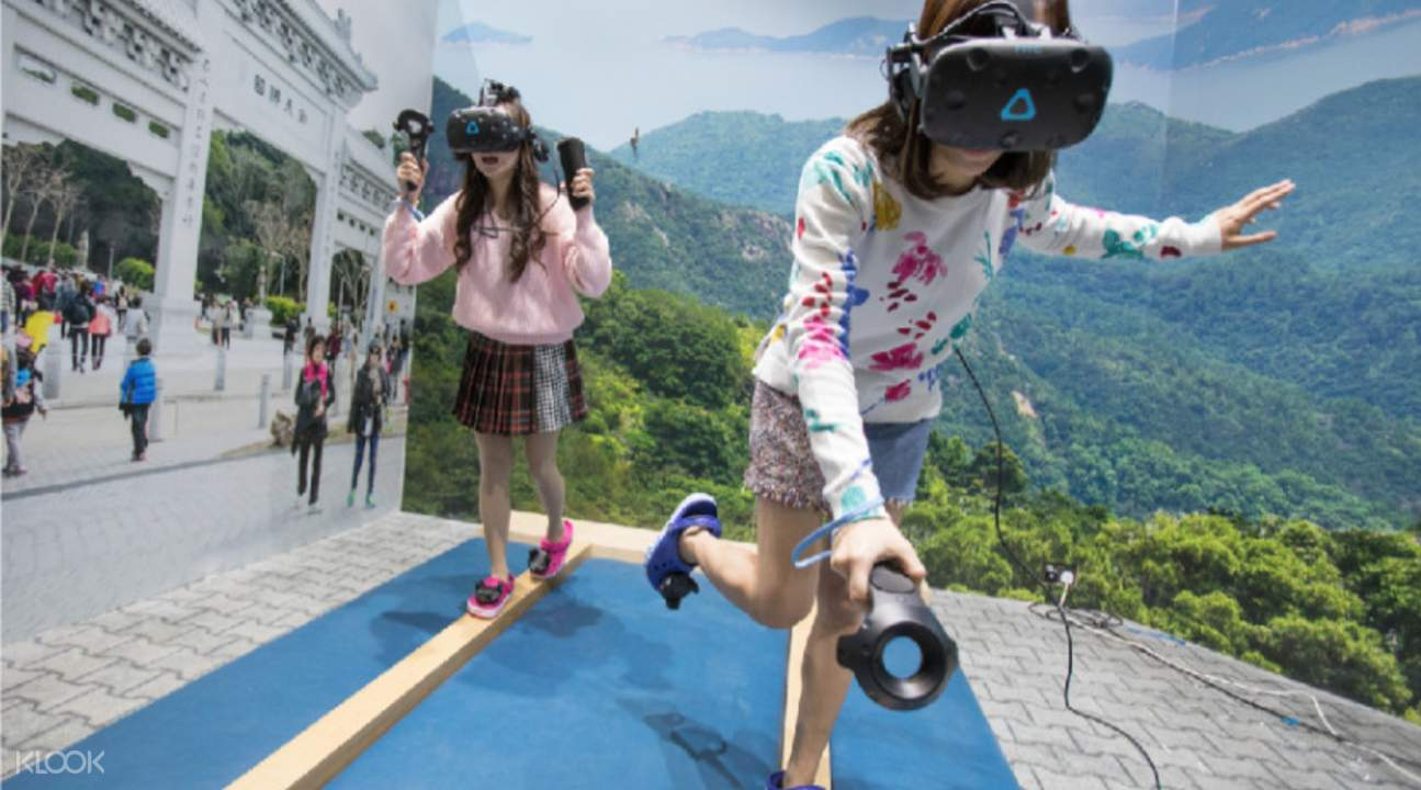 two girls trying VR 360