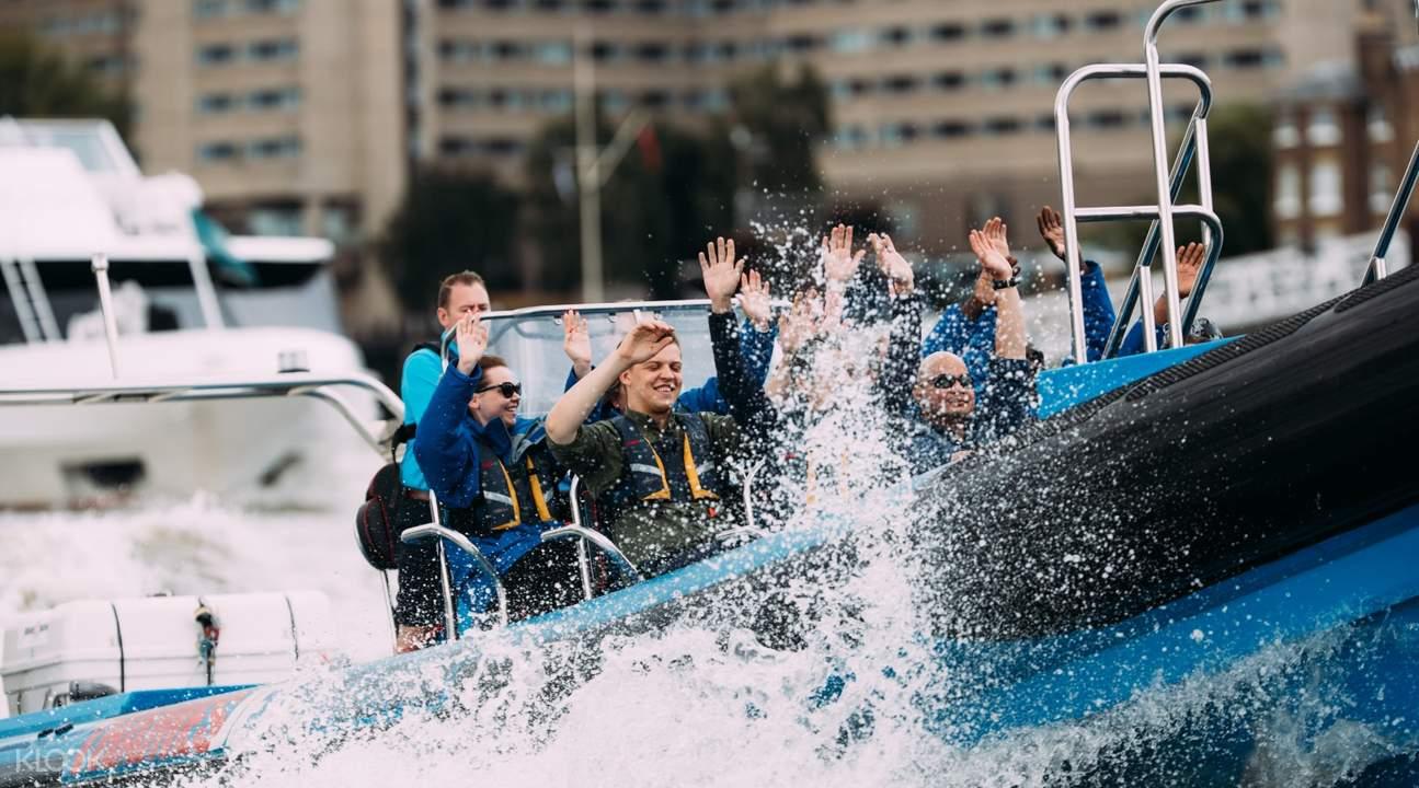 tour group suprised thames jet speedboat ride