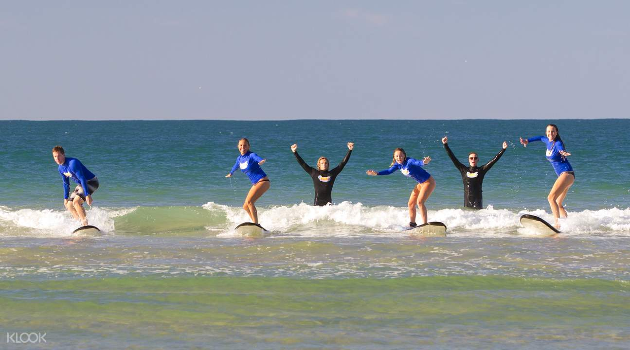 Noosa Heads beginner surfers