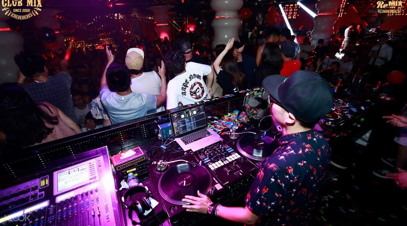 Beijing MIX club open bar