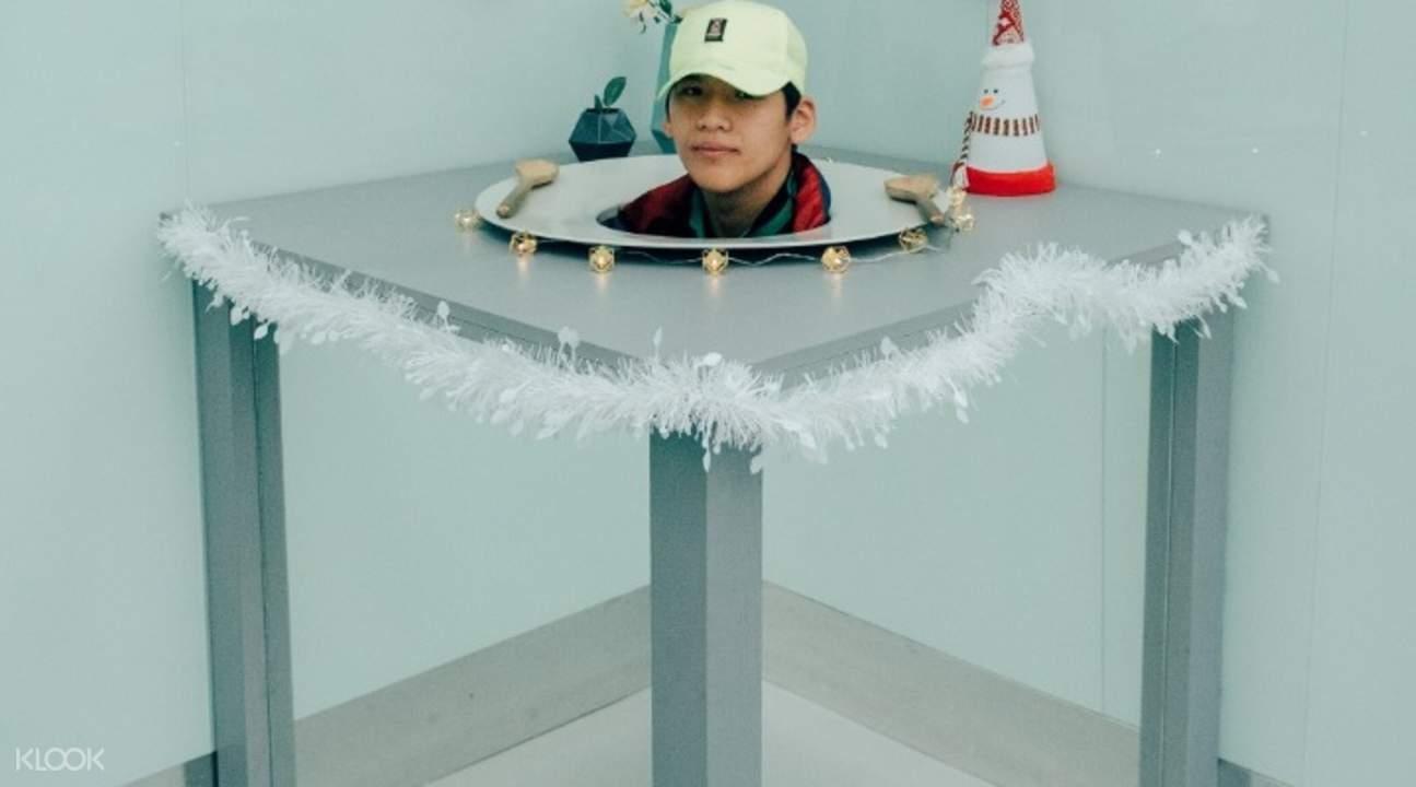 optical illusion in museum of illusions