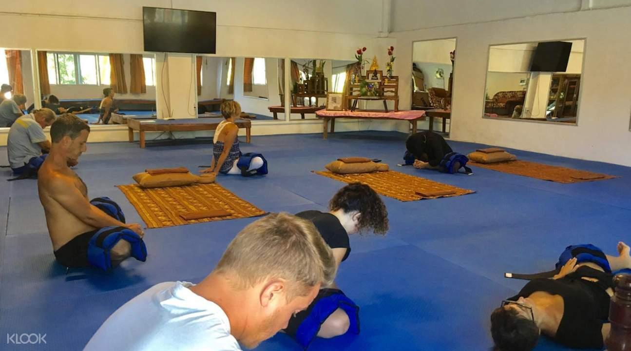 帕岸島職業學校泰式冥想和瑜伽課程