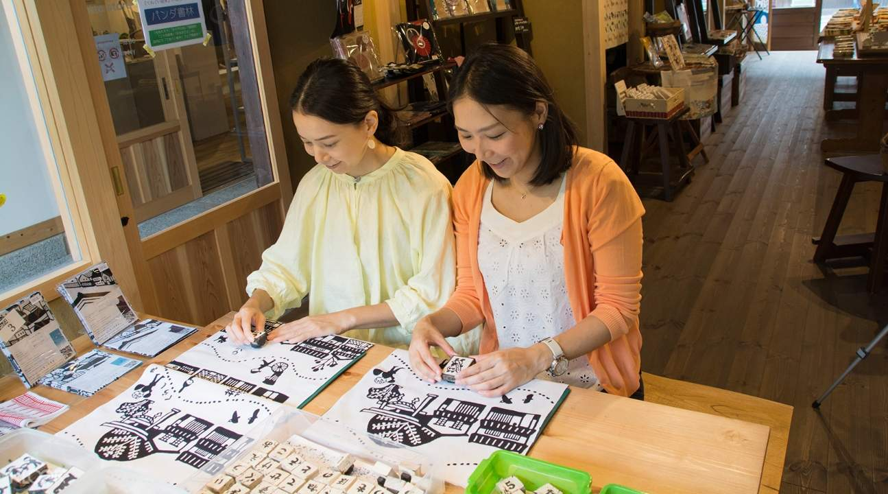 two women making Japanese cotton towels