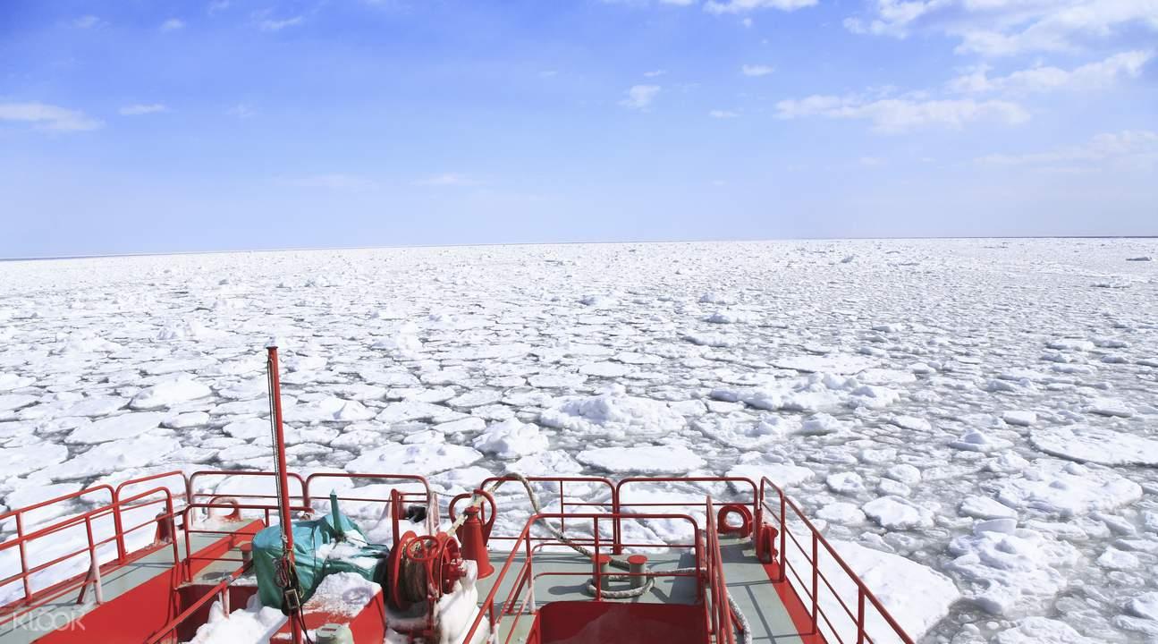drift ice sightseeing monbetsu hokkaido