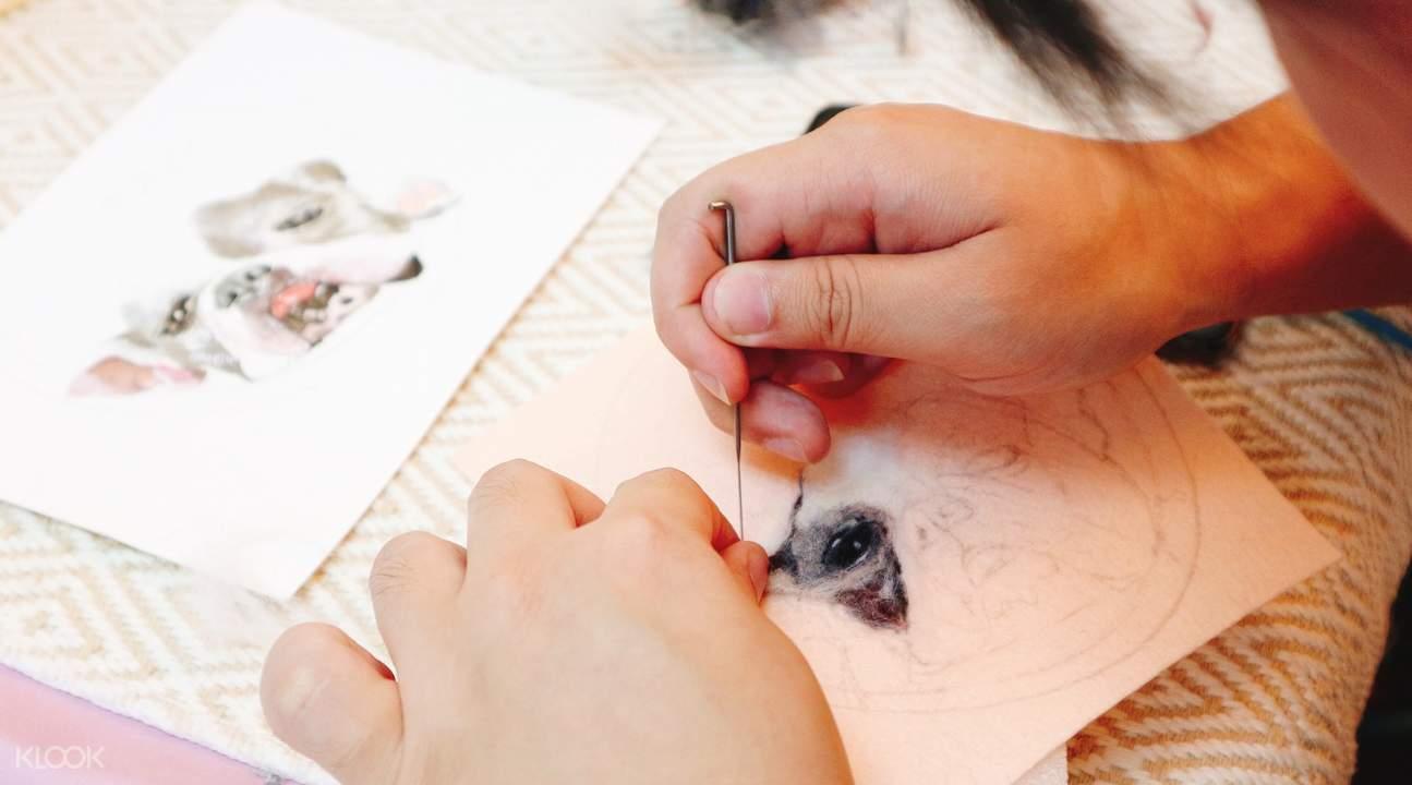 lukisan wol dengan bahan