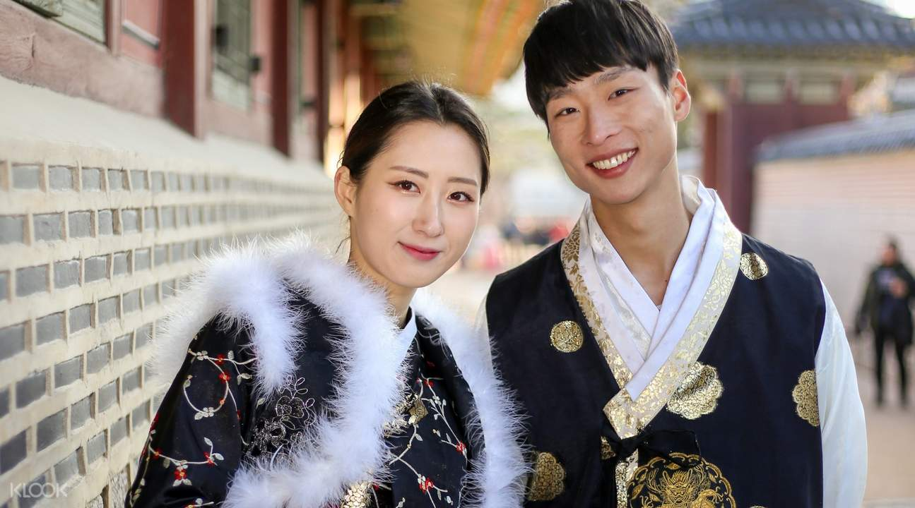 couples in traditional hanbok