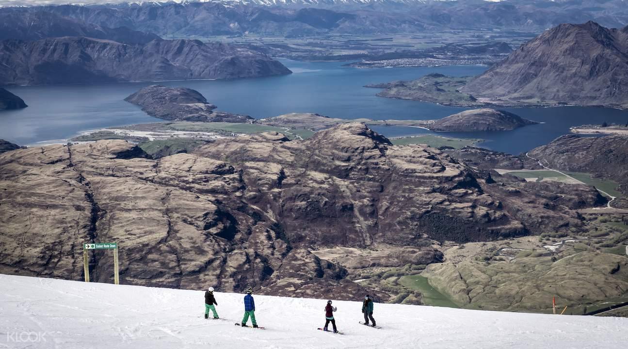 纵览瓦纳卡湖至皇后镇的壮丽景色,犹如置身南半球顶级雪山之巅