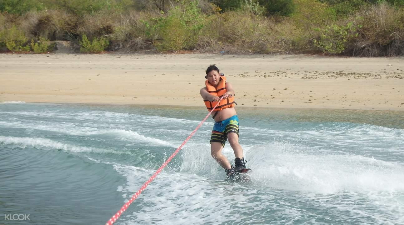 巴厘島寬板滑水wakeboard