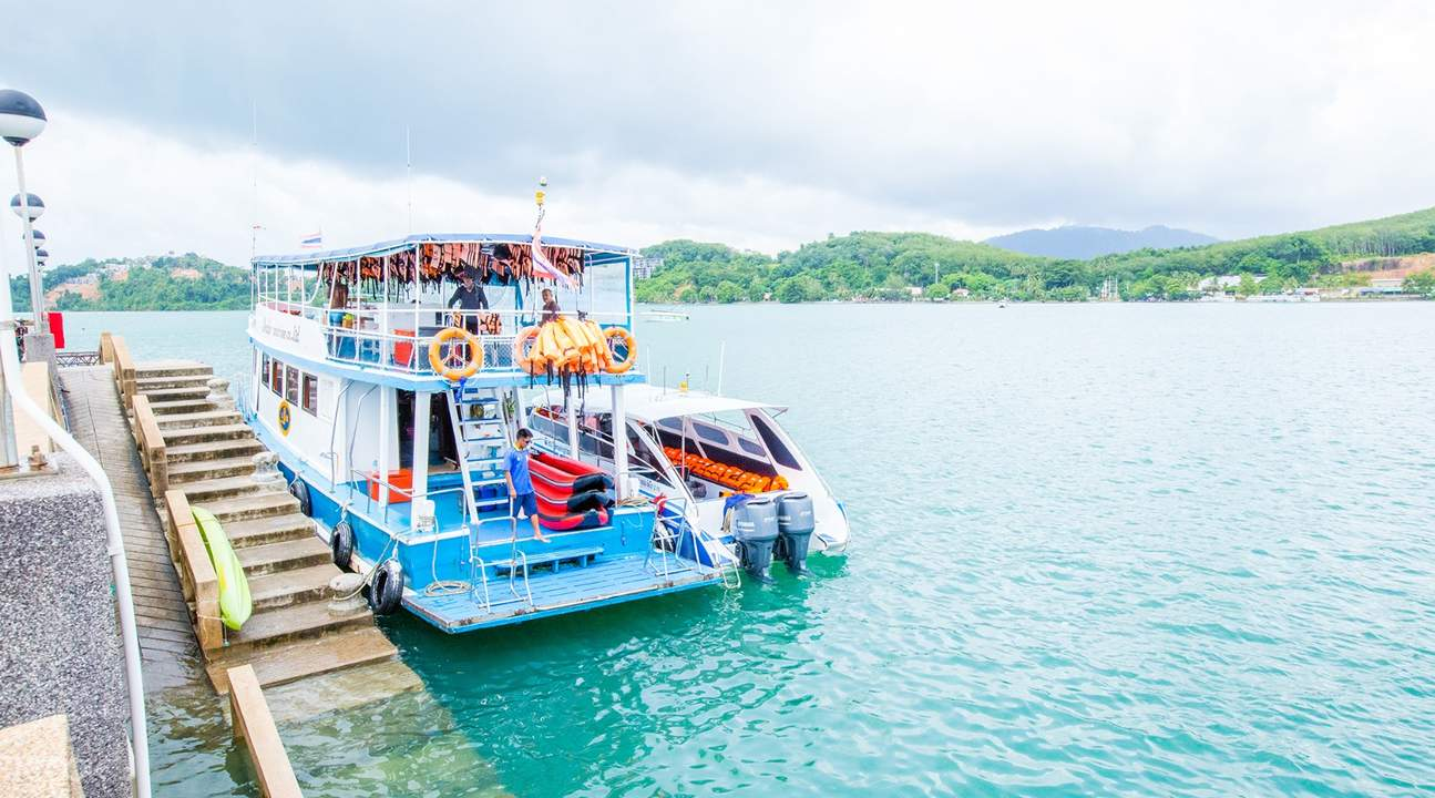 speedboat ride along the Andaman sea in phuket