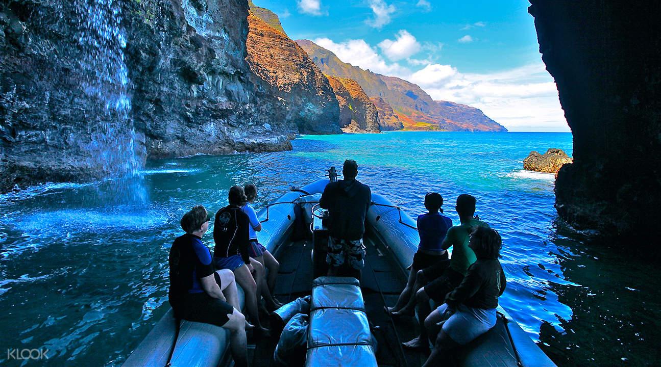 Kealakekua湾橡皮筏探险 + 浮潜