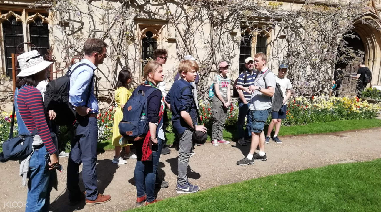 tourists walking around a campus in Oxford