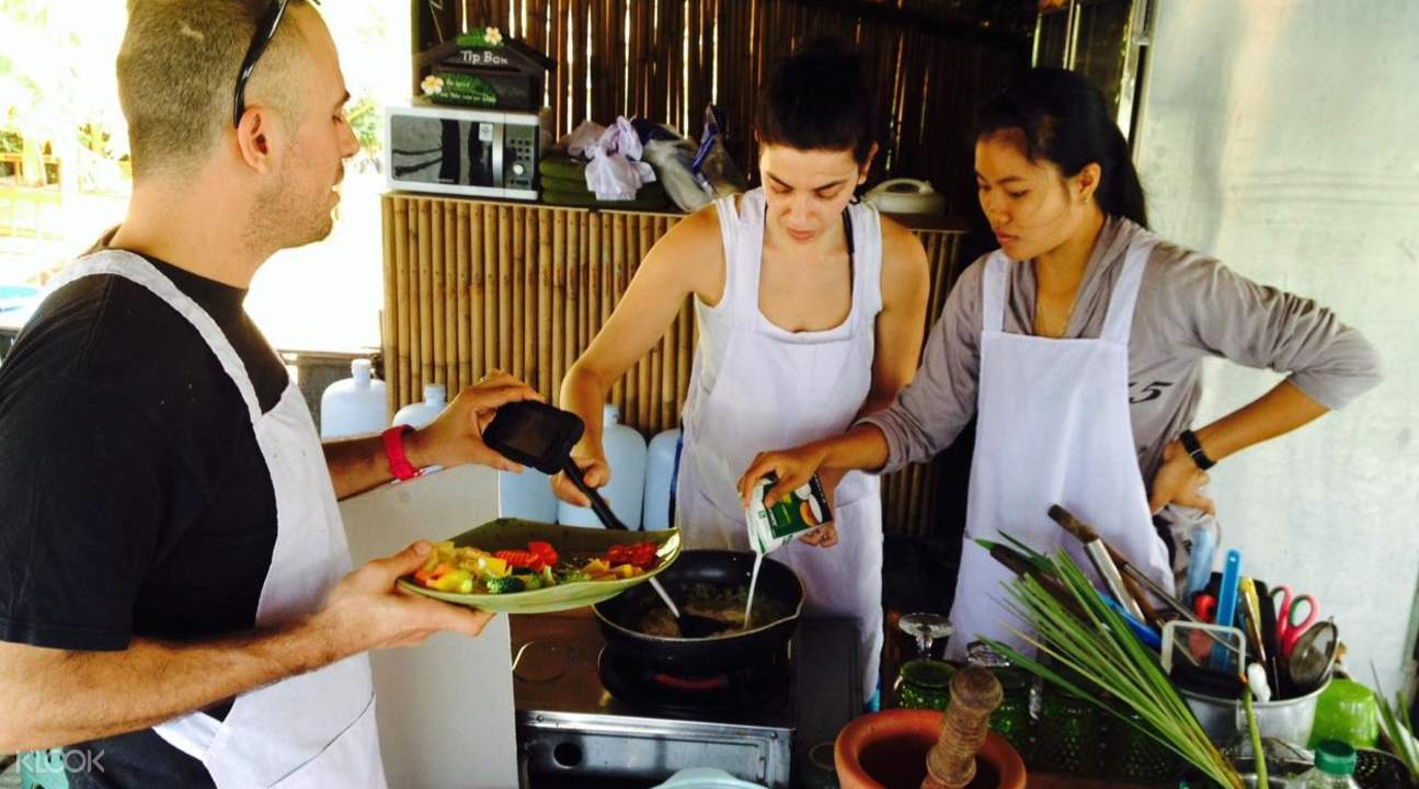 english speaking instructor Private Thai Cooking Class at Koh Phangan Vocational School
