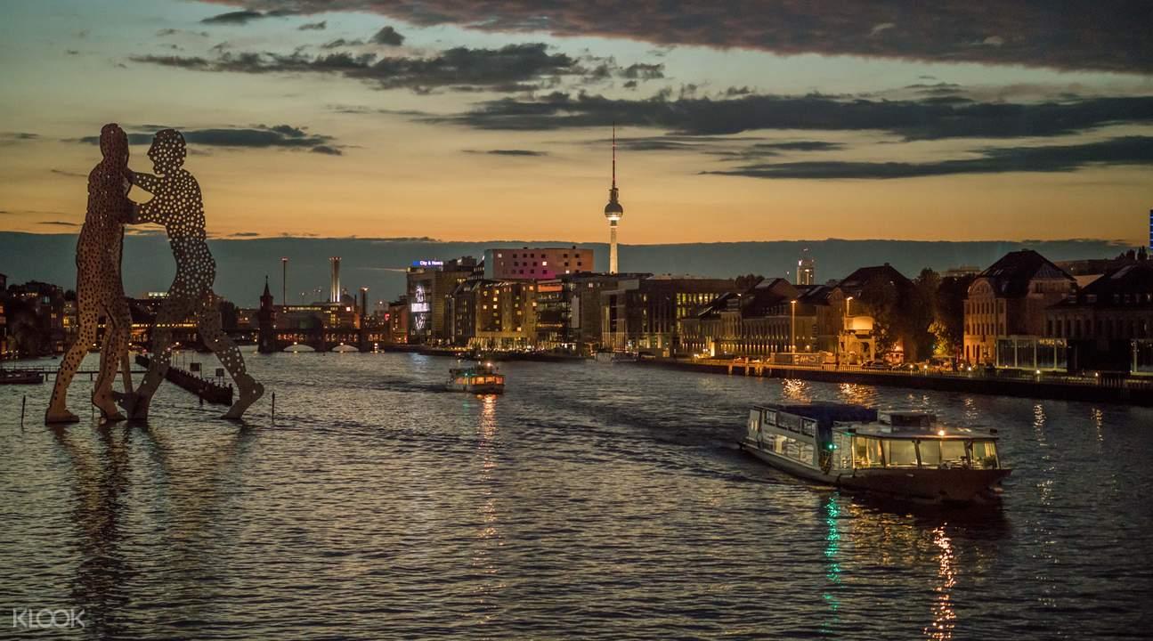 夜遊柏林 城市遊船之旅