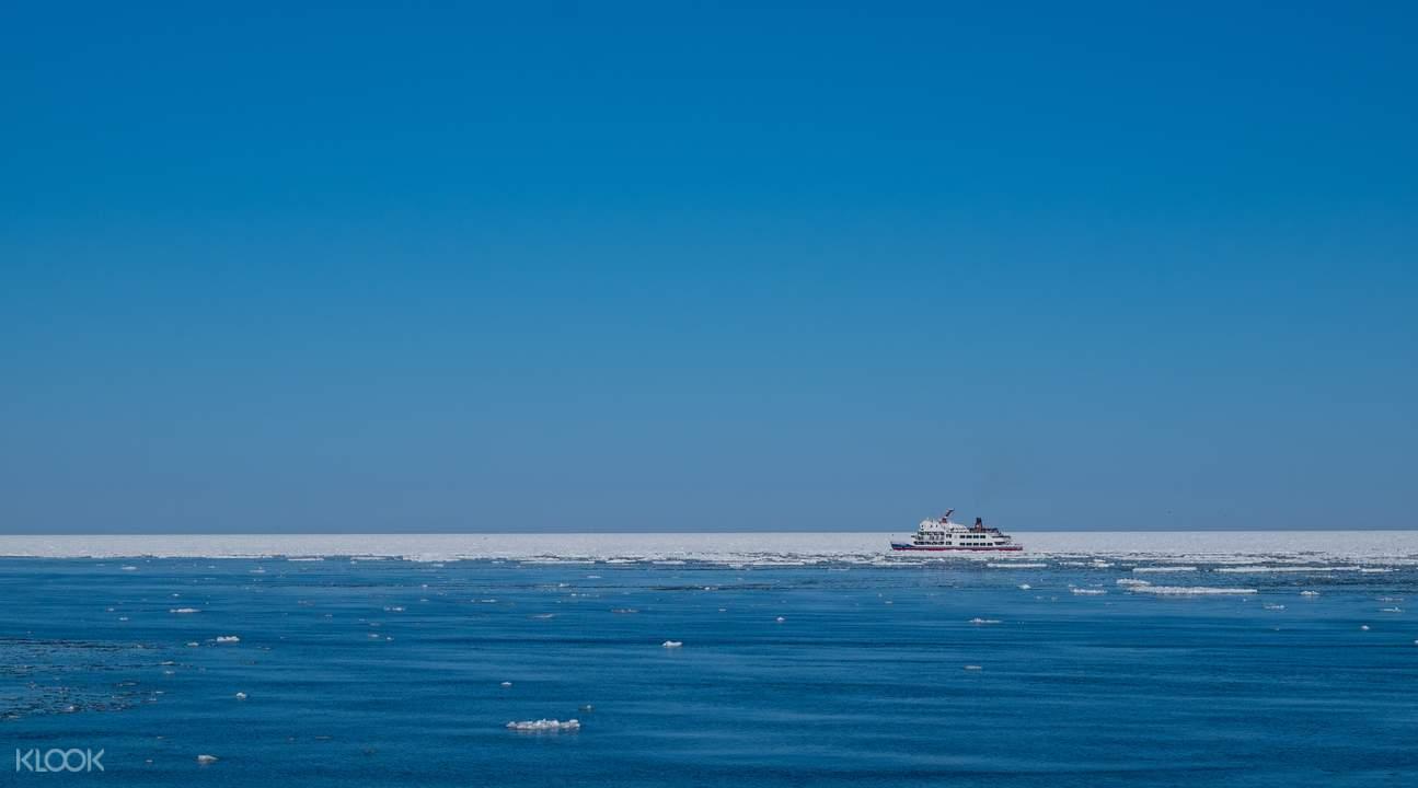 drift ice sightseeing monbetsu hokkaido japan