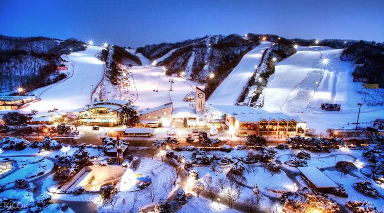 维瓦尔第滑雪场夜间景色