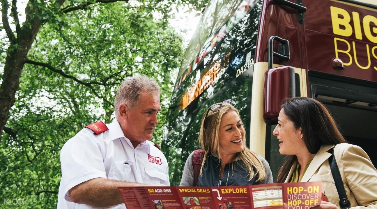 Big Bus Representative talking to two tourists