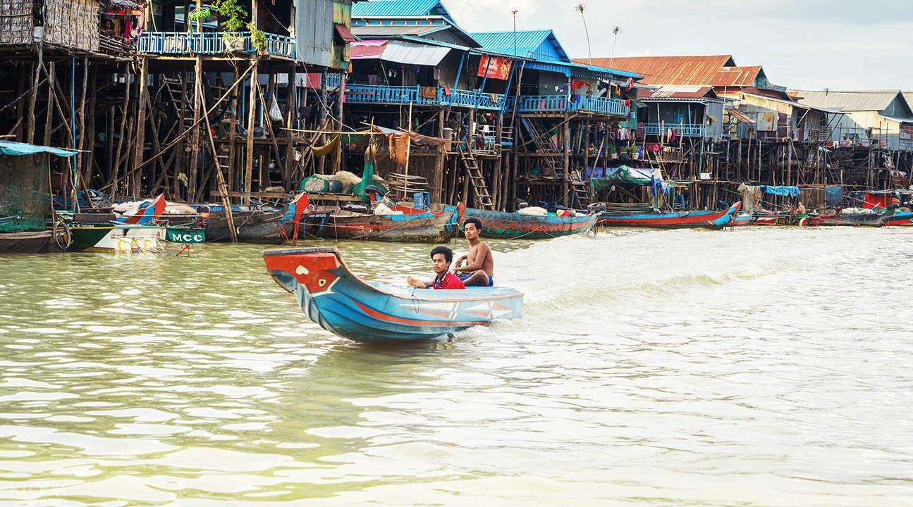 boat in cambodia
