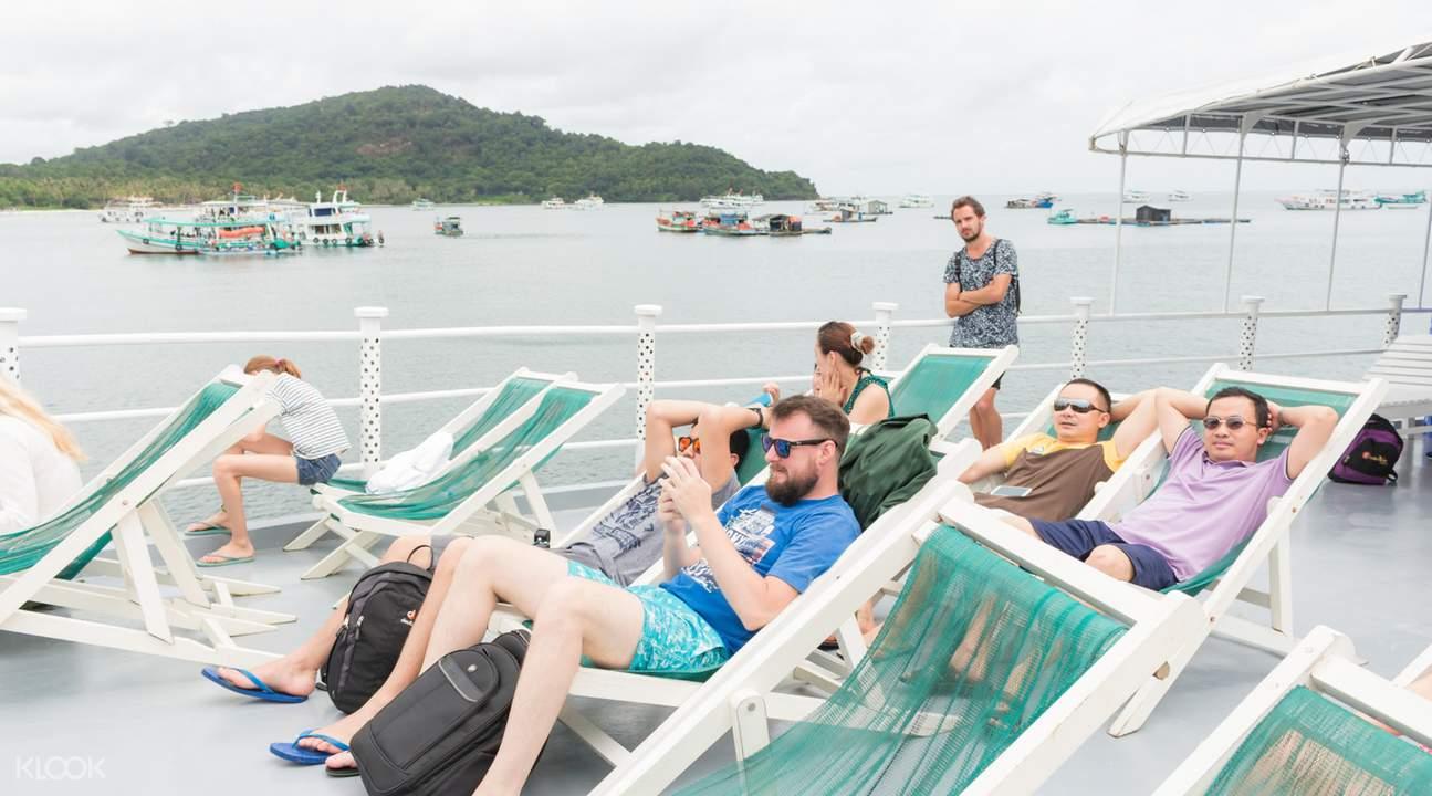 遊船甲板放鬆